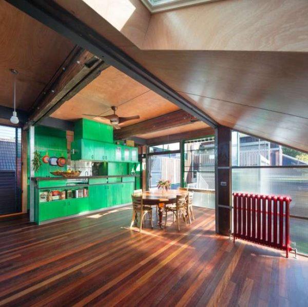 зеленая кухня в индустриальном стиле