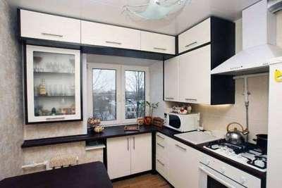 оборудование подоконника на маленькой кухне