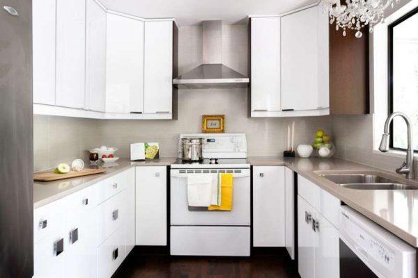 маленькая кухня п-образная белая