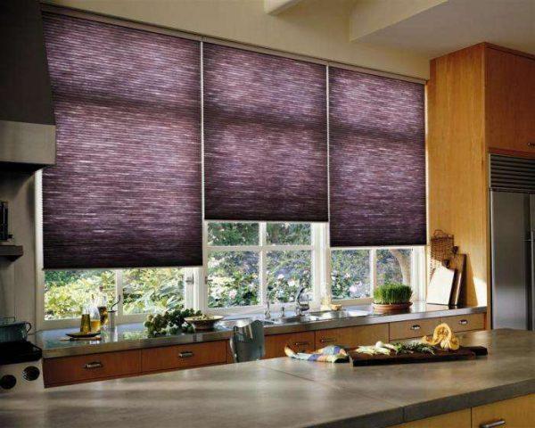 рулонные шторы в интерьере кухни гостиной