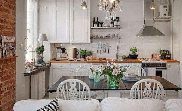 белый гарнитур в интерьере кухни гостиной
