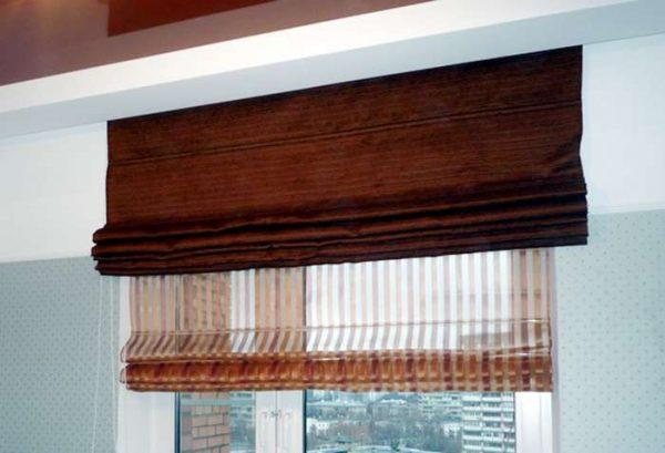 двойные римские шторы в интерьере кухни