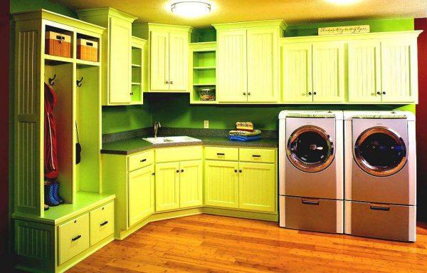 две стиральные машины на кухне