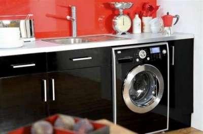 стиральная машина на кухне под мойкой