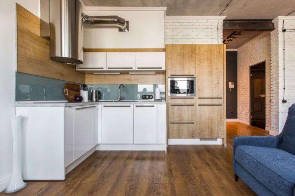 угловой белый шкаф под раковину в интерьере кухни