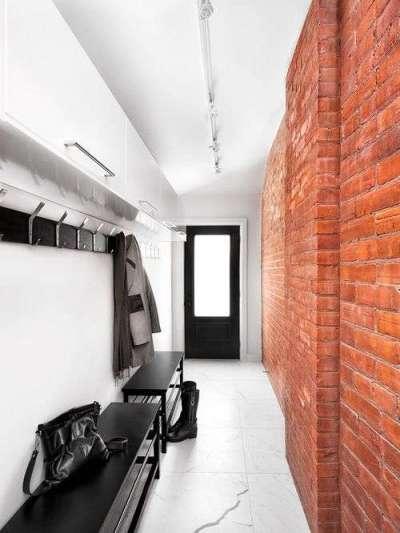 светильники на потолке узкого коридора