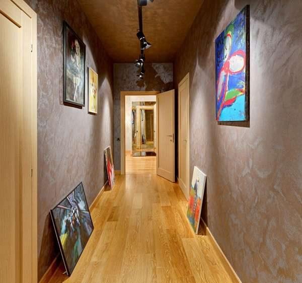 пол из ламината в интерьере узкого коридора