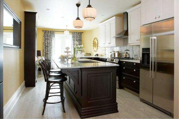 жёлтый в комбинации с чёрным на кухне