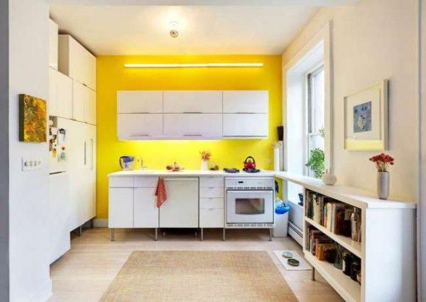 жёлтая стена в интерьере кухни