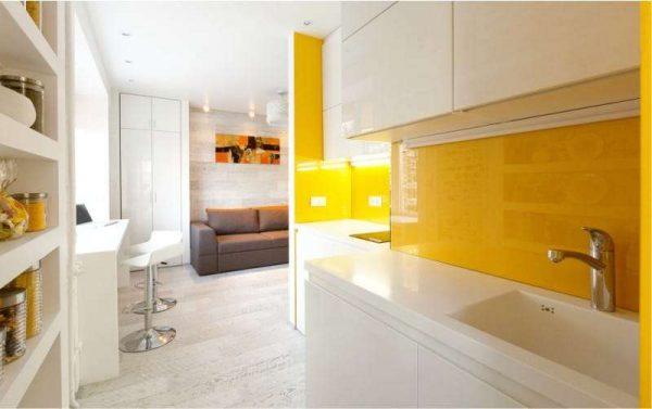 сочетание жёлтого с белым на кухне