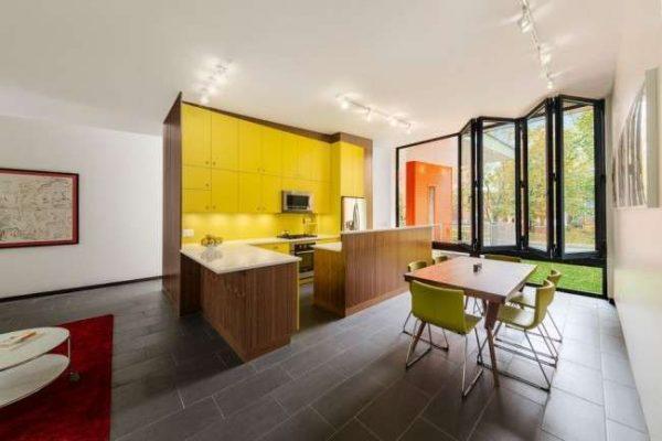 жёлтый кухонный гарнитур до потолка