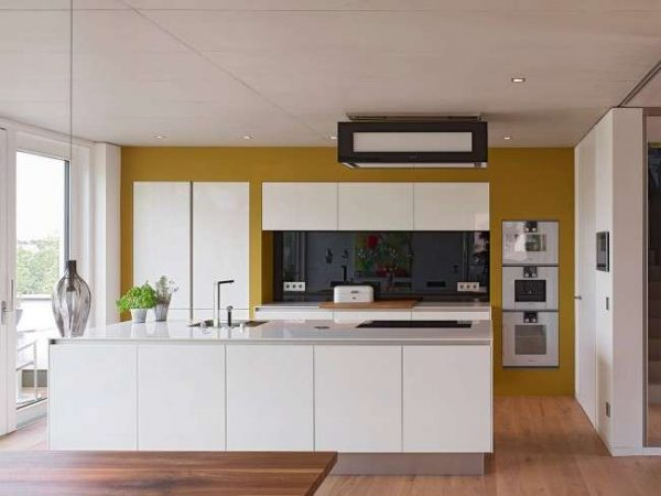 интерьер кухни с горчичным цветом