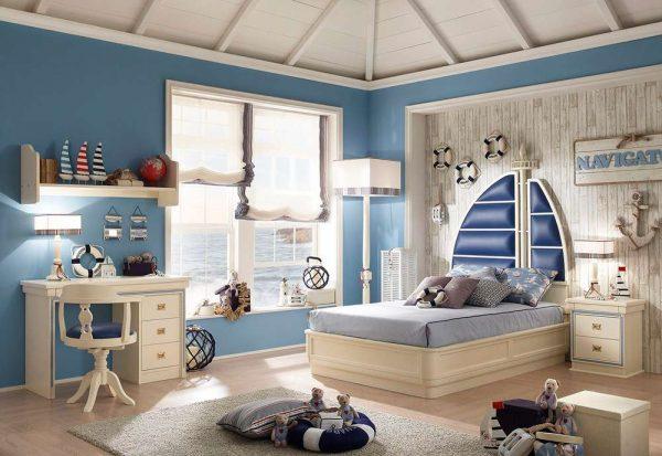 шторы и декор в комнате мальчика