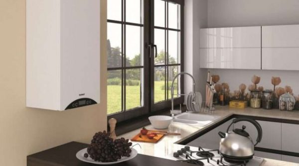 газовой котёл на стене кухни
