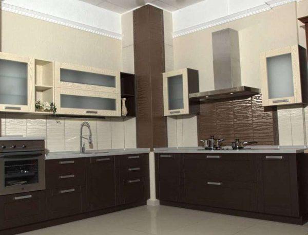 Дизайн кухни с газовым котлом в углу