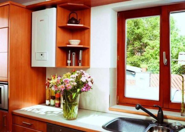 открытый газовой котёл на кухне
