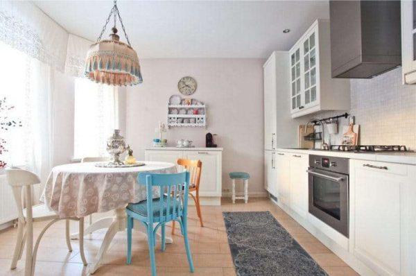 круглый стол в интерьере кухни столовой гостиной