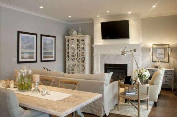 камин в интерьере кухни столовой гостиной