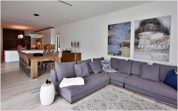 диван в интерьере кухни столовой гостиной