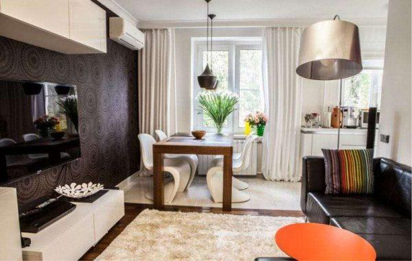 интерьер кухни, примыкающей к столовой гостиной