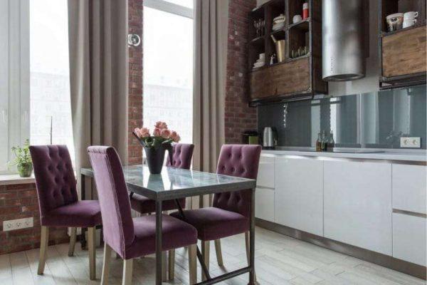 сиреневый цвет обеденной зоны на кухне