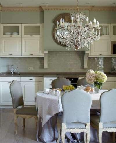 люстра на кухне гостиной столовой