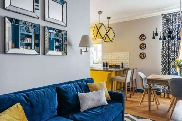 синий и жёлтый в интерьере кухни столовой гостиной