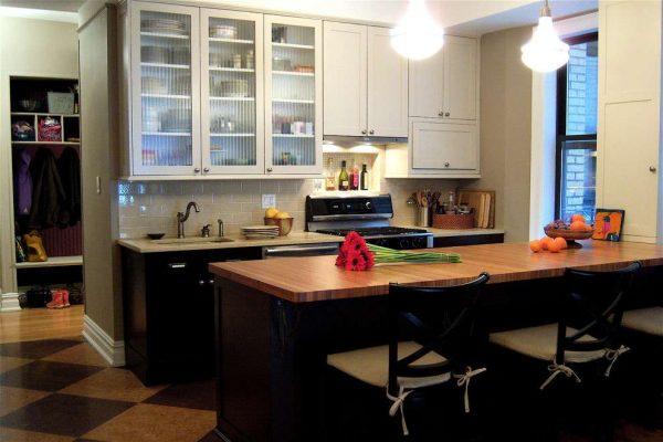 тонированное стекло на маленькой кухне
