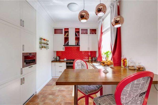 интерьер маленькой бело красной кухни