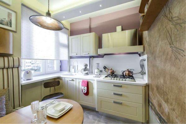 бежевый гарнитур на маленькой кухне