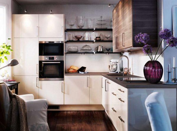 интерьер угловой маленькой кухни