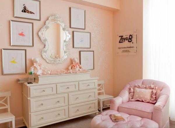 персиковые обои в детской комнате