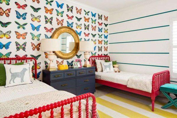 обои с бабочками в детской комнате