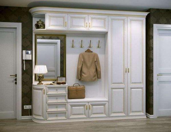 шкаф в интерьере прихожей в частном доме