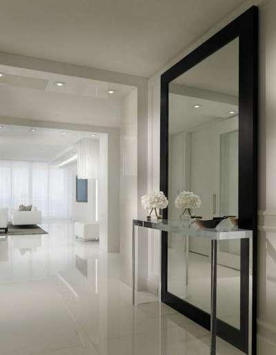 зеркало в прихожей частного дома