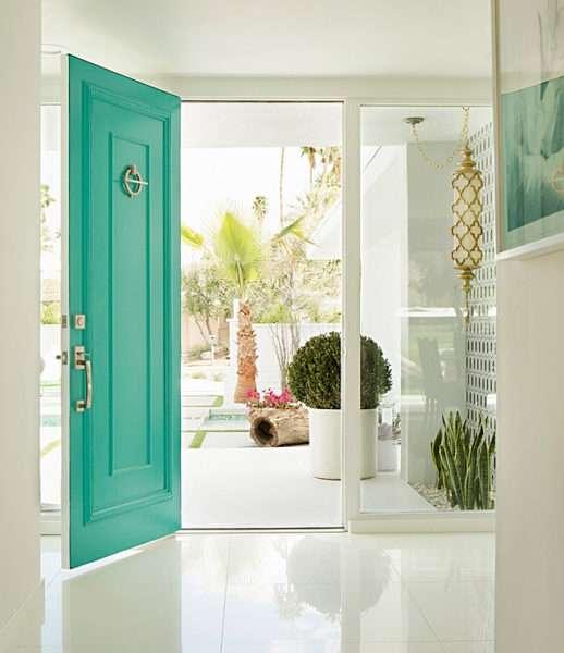 светлый интерьер прихожей в частном доме
