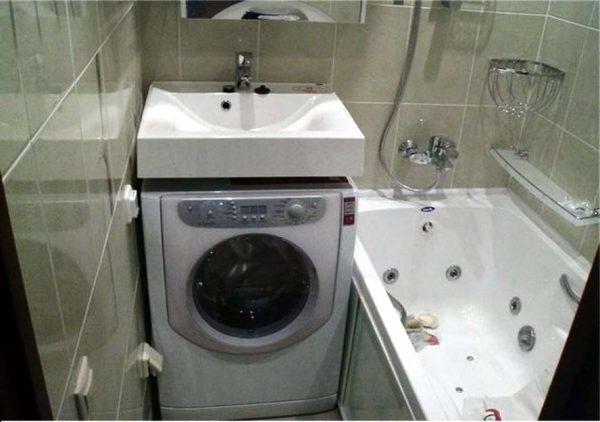 стиральная машина в ванной в хрущёвке