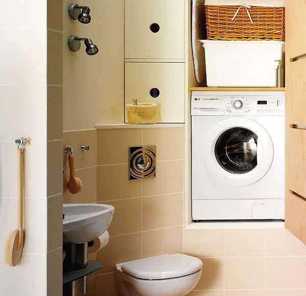 стиральная машина в шкафу ванной