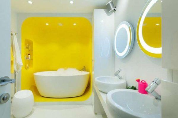 жёлтая ниша в ванной в хрущёвке