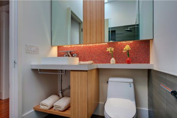 дизайн ванной в хрущёвке с мозаичным фартуком