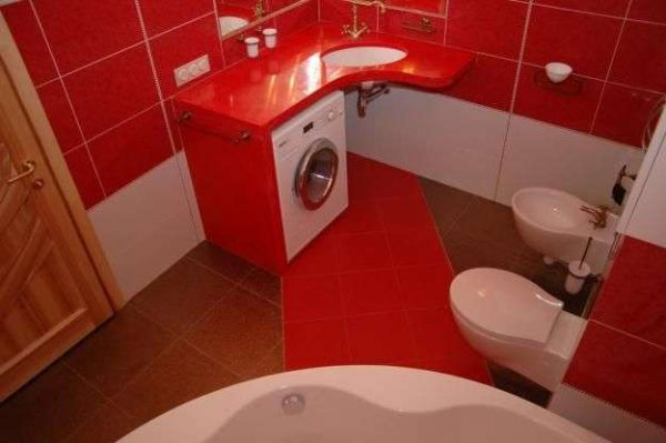 красный в дизайне ванной в хрущёвке