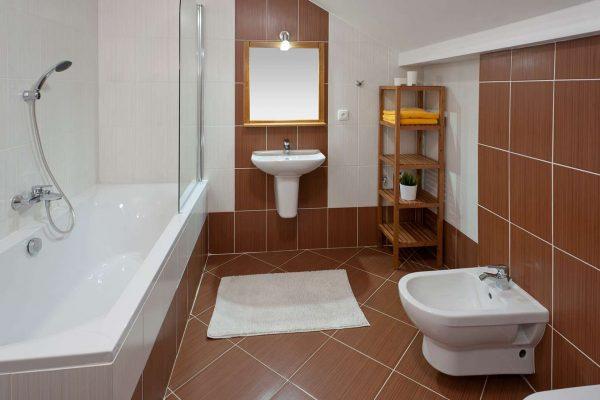 плитка на полу ванной