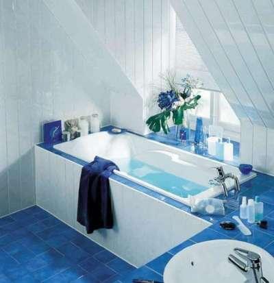 интерьер ванной комнаты с пластиковыми панелями