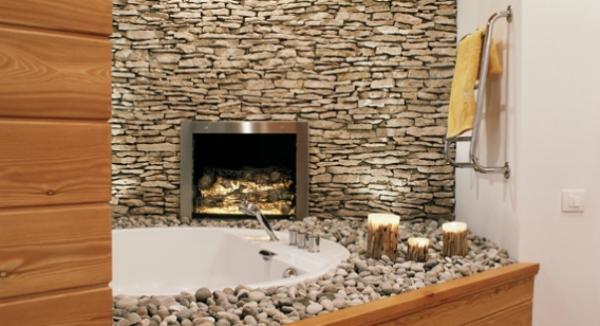 интерьер ванной комнаты с камнем