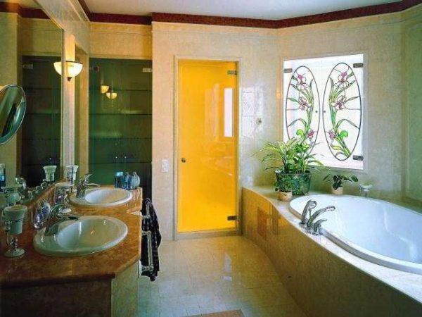 стильные жёлтые двери в ванной