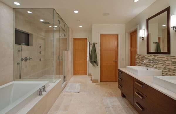 двери из ламината в интерьере ванной комнаты