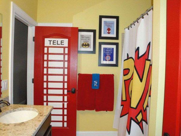 красные двери в ванной комнате