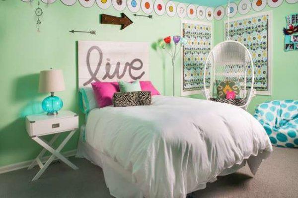 зелёный в комнате девочки