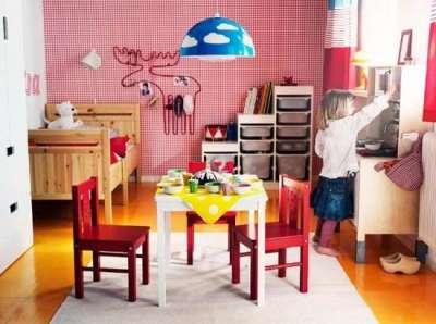 столик в детской комнате