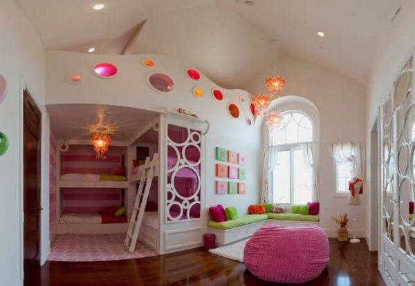 кровать в интерьере комнаты девочки